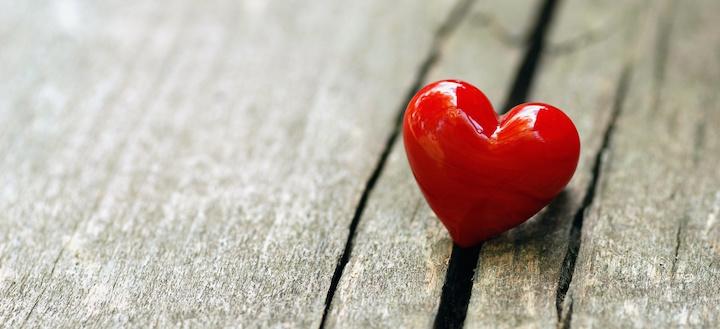 Heart-Love-Wood-Surface-Wallpaper